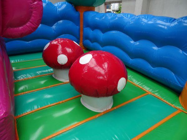 Déstockage jeu gonflable professionnel avec champignons.
