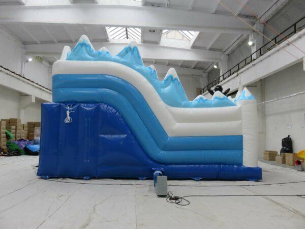 Structure gonflable de la gamme polaire, LCenter Polaire avec de multiples obstacles de jeu et un grand toboggan gonflable. Fabrication européenne Lukylud.