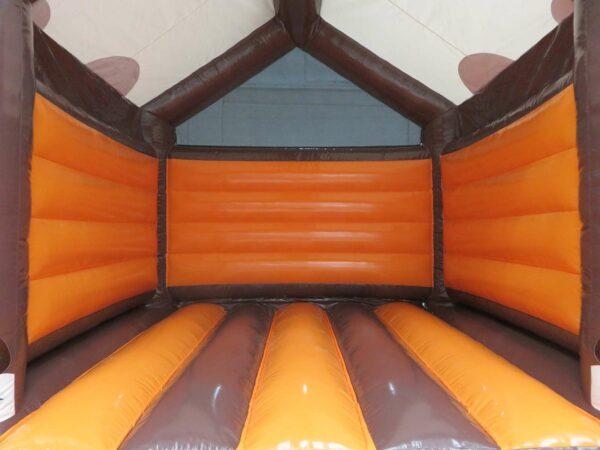 structure gonflable gamme polaire, en forme de cabane enneigée, fabrication européenne Lukylud.