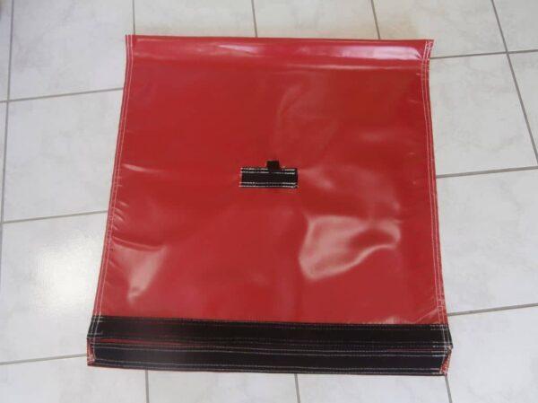 Accessoire pour structure gonflable, sac de lest en bâche PVC avec fermeture en Velcro et attache de fixation en sangle. contenance de 50kg de sable maximum.
