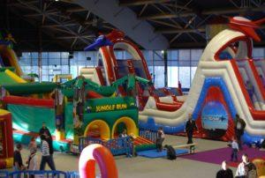 Les structures gonflables perment de créer des parcs de jeux intérieurs éphémères dans des parcs d'exposition.