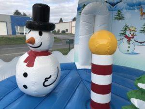Un obstacle de jeu en forme de bonhomme de neige ou en forme de sucre d'orge, le choix des obstacles de jeu est large et varié.