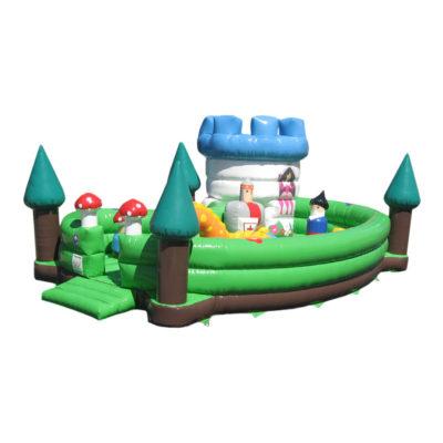 Structure gonflable matelas de jeux magic park originale pour les plus jeunes avec sa tourelle et son dragon.
