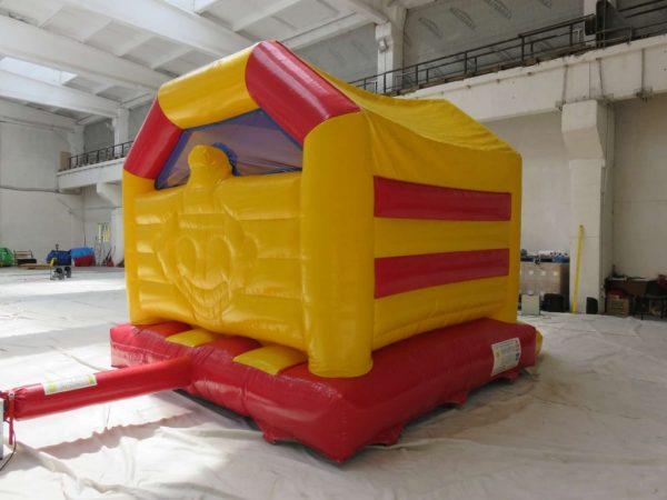 Acheter château gonflable décoré avec des jeux et un toit