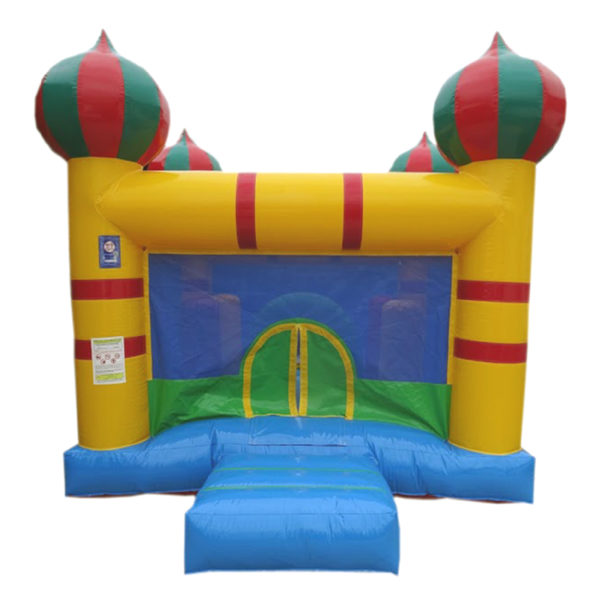 Château gonflable Aladin avec des jeux à l'intérieur.
