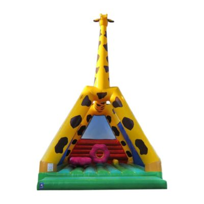 Château gonflable girafe avec jeux sur le matelas gonflable.