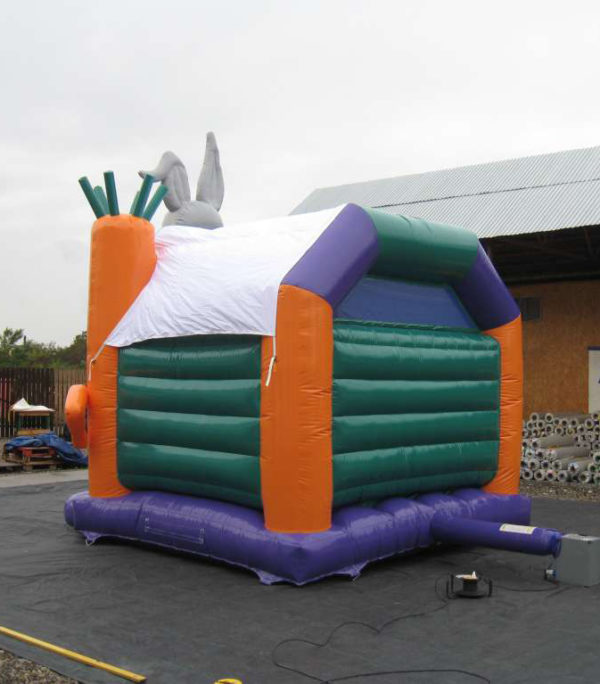 Château gonflable lapin avec bâche de toit