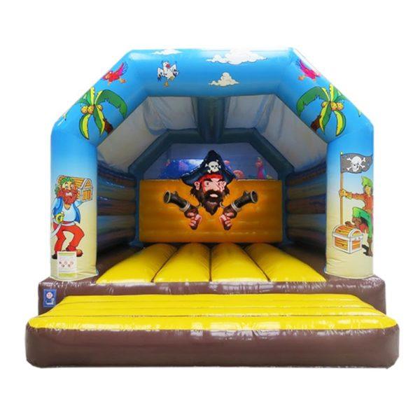 Vente château gonflable décoré pirates avec bâche de toit.