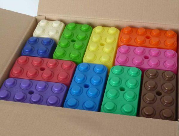 Carton de 110 briques géantes pour aires de jeux.