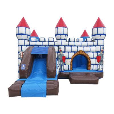 Château gonflable multiplay médiéval avec un toboggan gonflable et des obstacles de jeux.