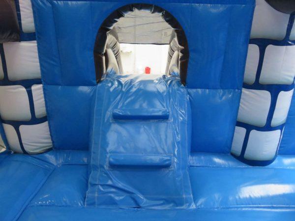 Complexe gonflable château fort avec grimpette.
