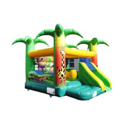 Le jungle fun palmiers, un complexe gonflable avec des jeux et un toboggan gonflable.