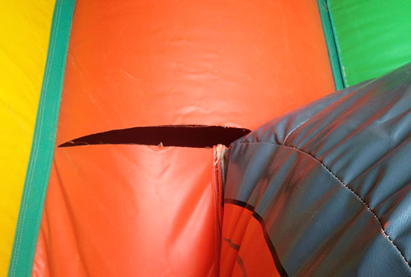 Réparation déchirure structure gonflable