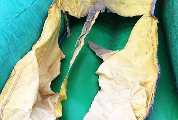 La réparation couture jeu gonflable n'est pas toujours possible.