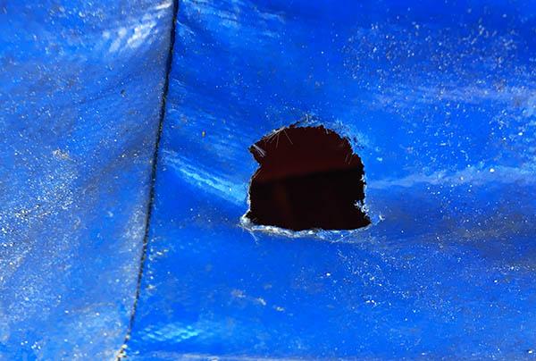 Réparer les trous fait par les rougeurs sur les structures gonflables est notre métier.