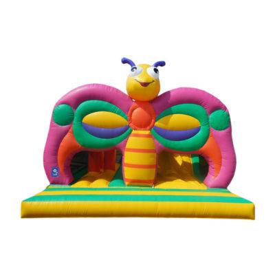 Structure gonflable combo papillon avec des obstacles de jeu et un toboggan gonflable.