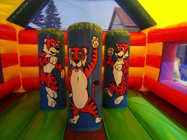 Structure gonflable combo tigre avec 3 obstacles de jeux.