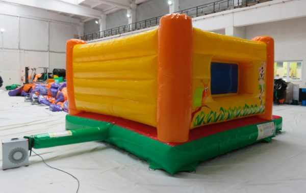 Structure gonflable jungle fun avec des murs gonflables.