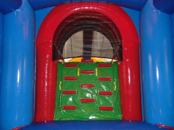 Zoo combo gonflable avec bâche de grimpette d'accès au toboggan gonflable.