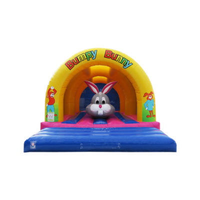 Obstacle lapin gonflable sous arches