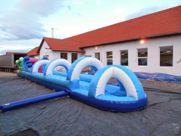 Ventriglisse gonflable croco de 18 m de long.