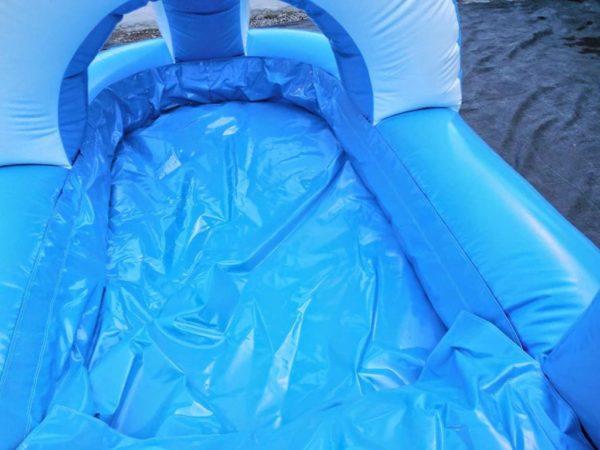 Ventriglisse gonflable croco avec bac d'eau.
